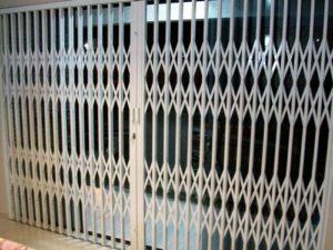 portas-e-grades-Pantográficas-em-porto-alegre-300x225